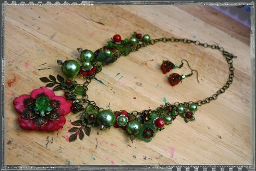 Red and Green Flower Necklace 2