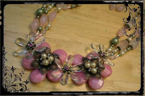 Pink Quartz Flower Necklace - Close-up 2
