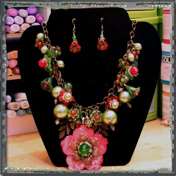 Red and Green Flower Necklace 1