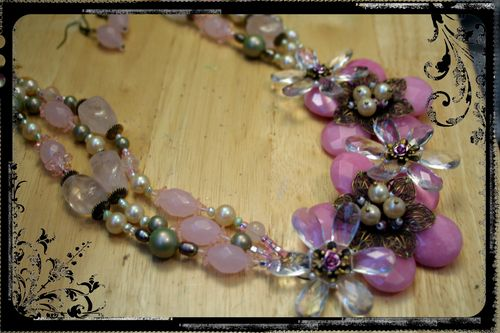 Pink Quartz Flower Necklace - Close-up 1